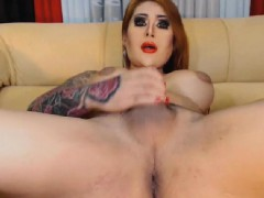 Big Cock Shemale Having a Nice Show on Cam