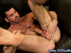 Solo muscly bear hunk uses toy