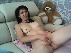 amateur lari liu fingering herself on live webcam