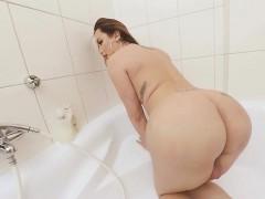 TS VR Porn-Big Tits TS Masturbating in the bathtub