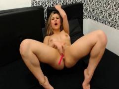 Hot Babe Finger Fucks Her Tight Cunt