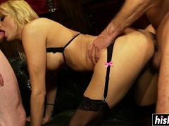 Lovely hottie gets her pussy plowed