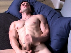 Muscly Military Duo Sucking And Tugging Cocks