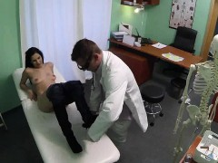 Sexy brunette patient gets fucked and cremapied